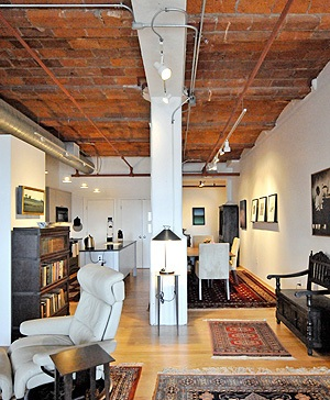 717 atlantic ave lofts boston 39 s luxury properties for Living room 101 atlantic ave boston