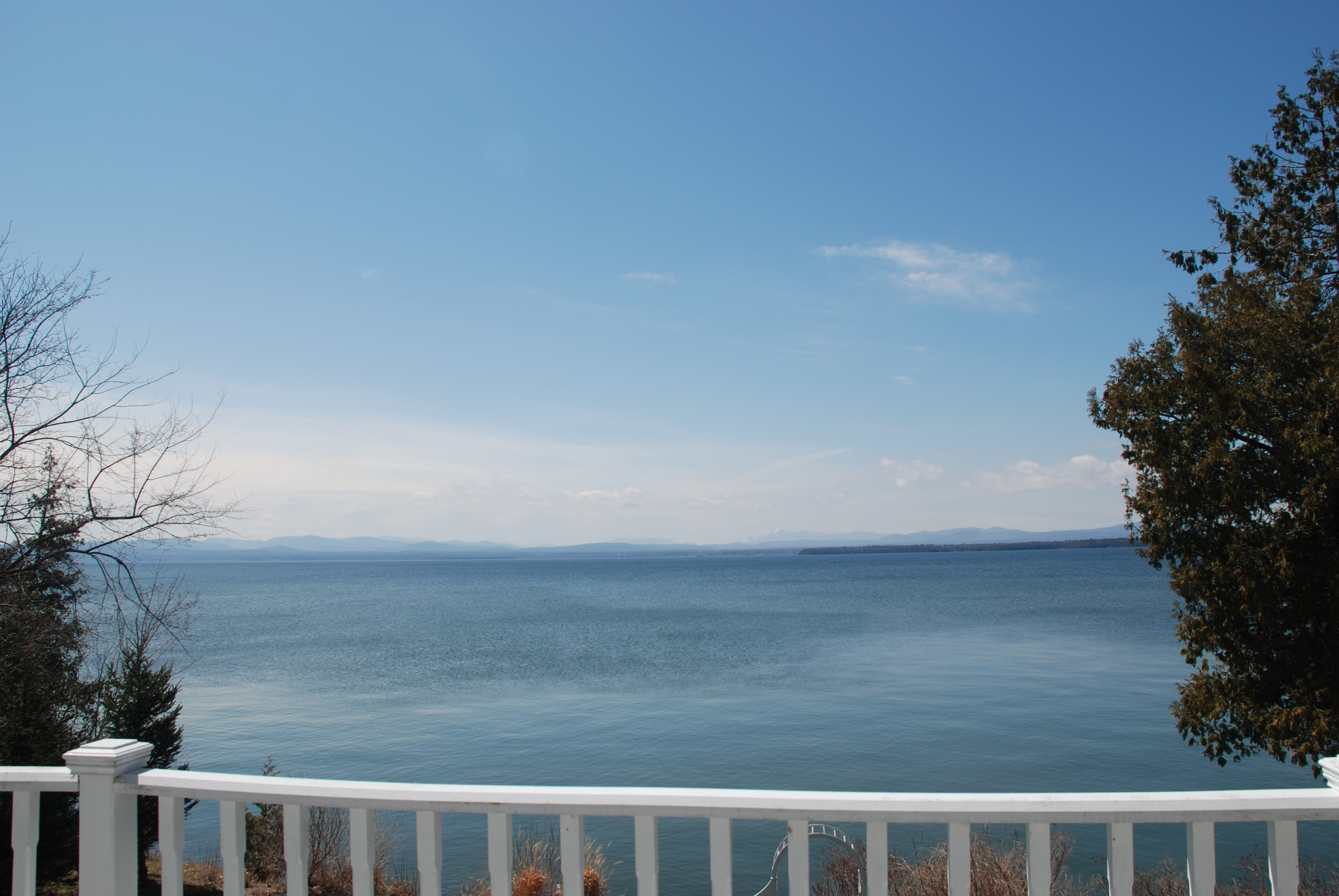Homes for sale vermont homes with lake champlain views for Cabins burlington vt