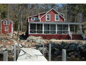 Classic Seasonal Cottage on Lake Winnipesaukee