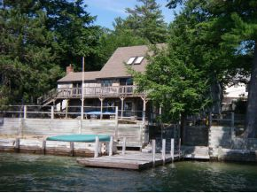 Lake Winnipesaukee Lakefront owned home in Alton NH