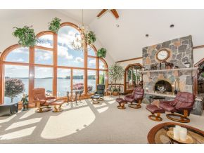 6 Bedroom Luxury Lakefront Home on Winnipesaukee