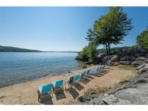 3 sandy beaches - docks - clubhouse - tennis - close to major ski areas and town